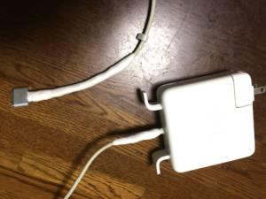 Macの電源ケーブル 修復後